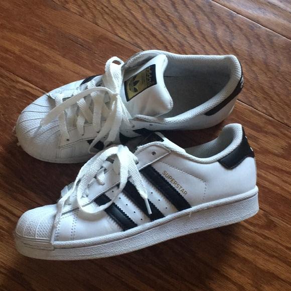 le adidas superstar bianco nero in forma poshmark scarpe euc 7 12